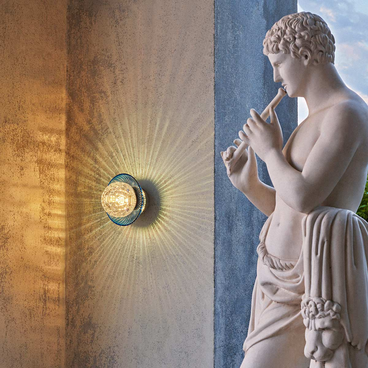 Discover the recently launched Royal sconces from Saint-Louis.